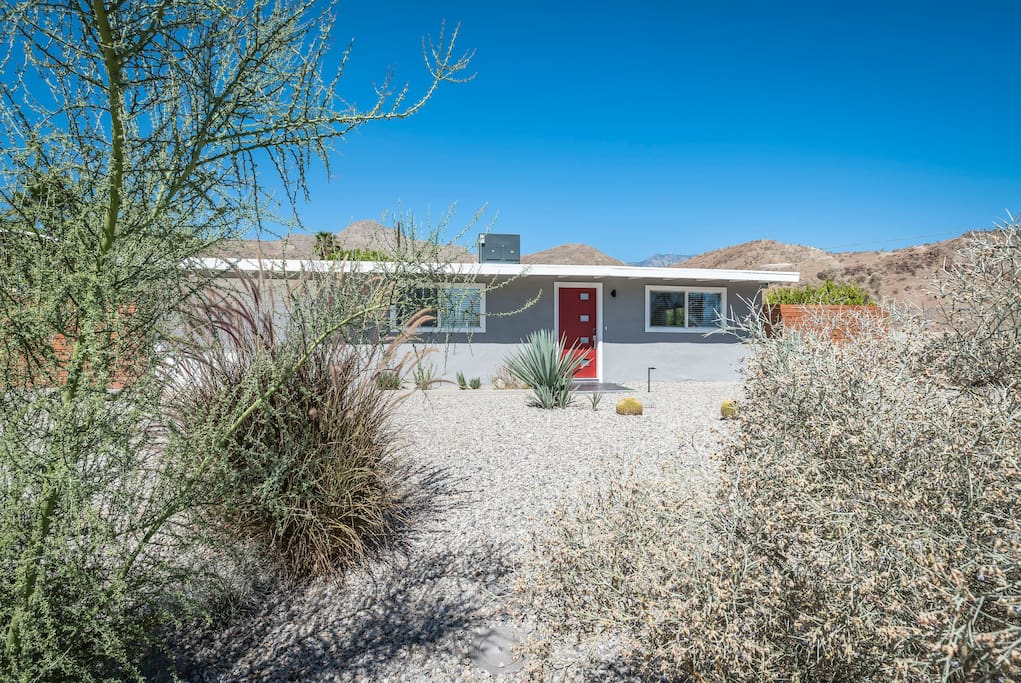 Desert living at its best. Corner lot with only one neighbor. High up in the Cathedral City Cove where the stars are as bright as can be.