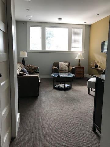 Spacious suite in heritage Victoria