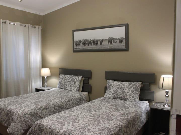 [7] Twin beds en-suite