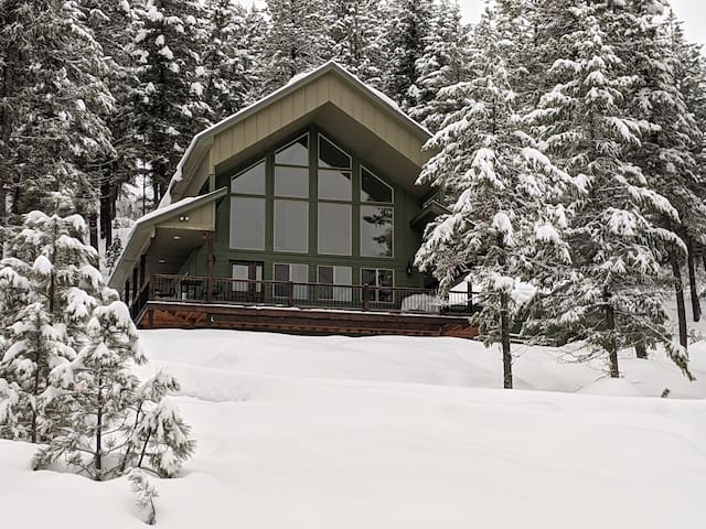 Get outdoors! New Meadows Retreat you can't miss!