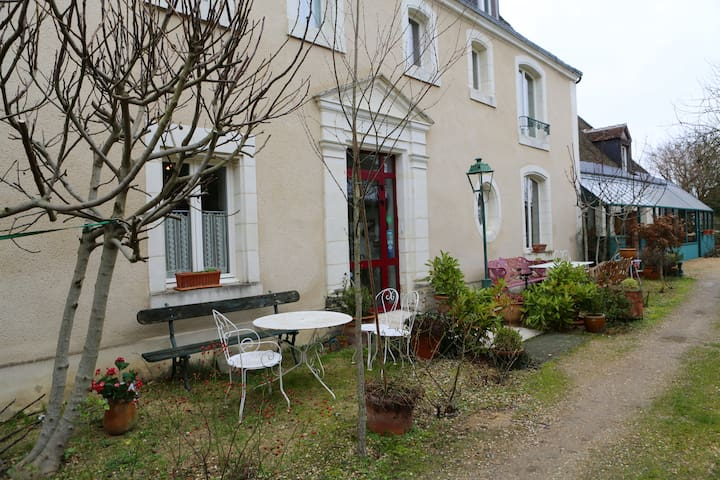 Maison hôte châteaux de la Loire  - Savigné-sur-Lathan - Bed & Breakfast