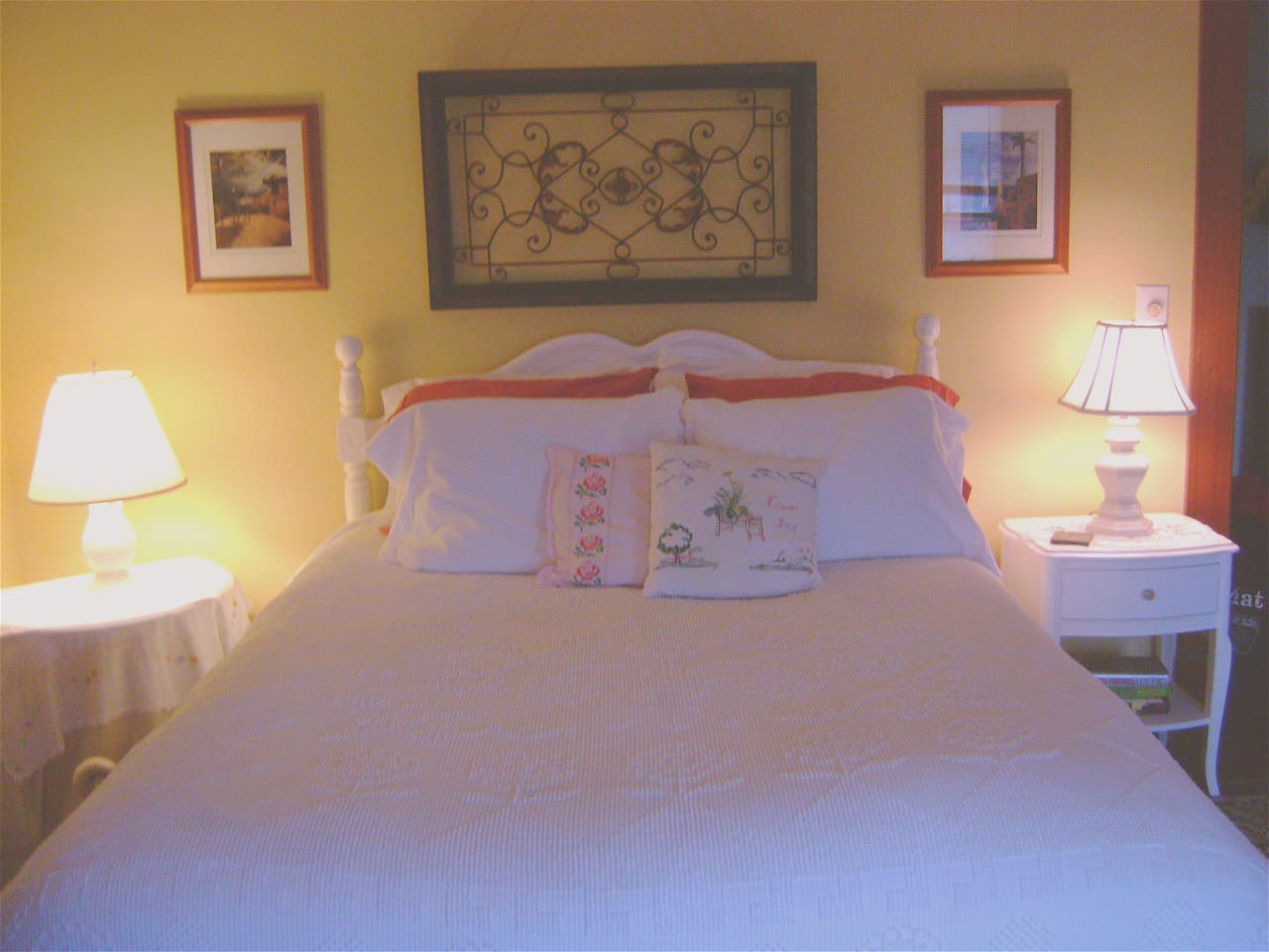 Athens Room this room is great for couples traveling with kids it has a bonus room and a private bath