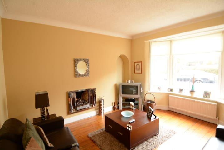 3 bed home , kings Park    - Glasgow - Dům