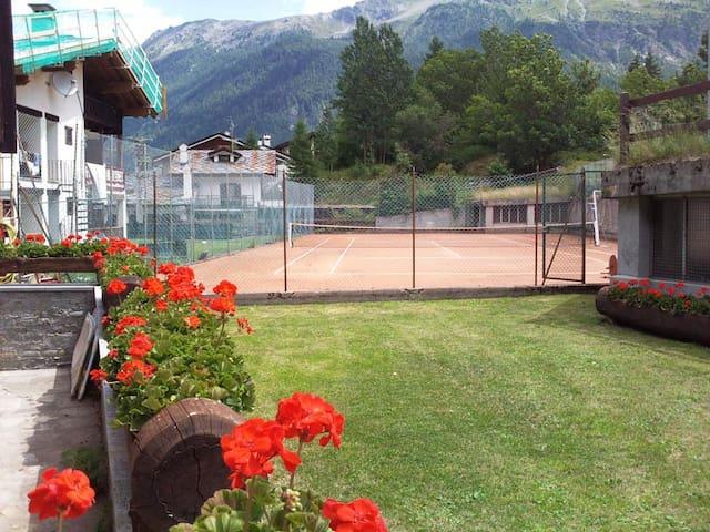 Campo da tennis condominio