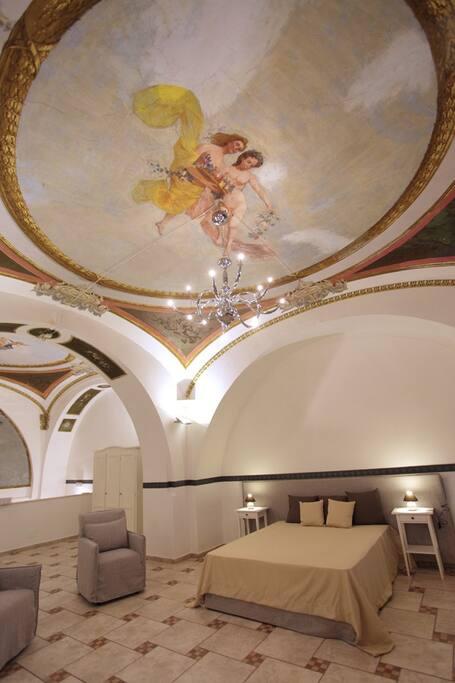 Affreschi suite (Frescoed ceiling)
