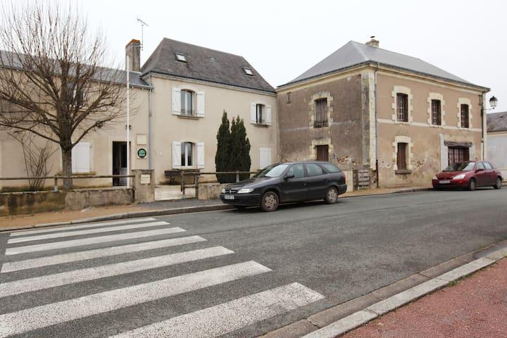 Gite Avrillé - Loire Valley - Avrillé-les-Ponceaux - Huis