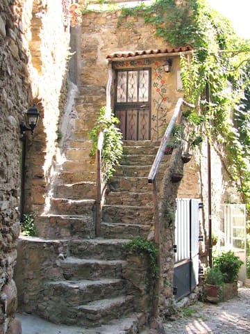 Medieval House Italian Riviera - Bussana Vecchia - Huis
