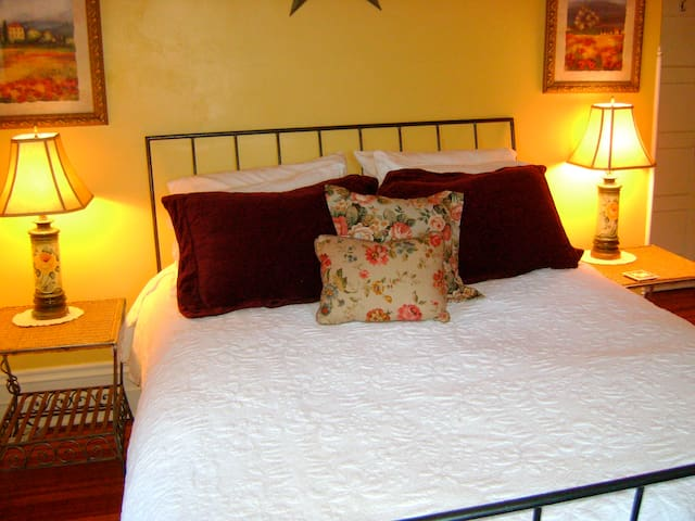 Cozy Weekend in the Leeds Room - Catskill - Bed & Breakfast