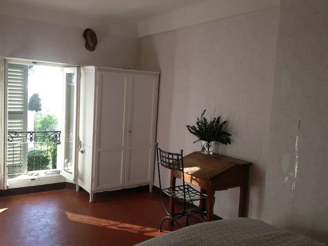 1er étage : chambre n°3 avec un lit de 160 et un lit de 90