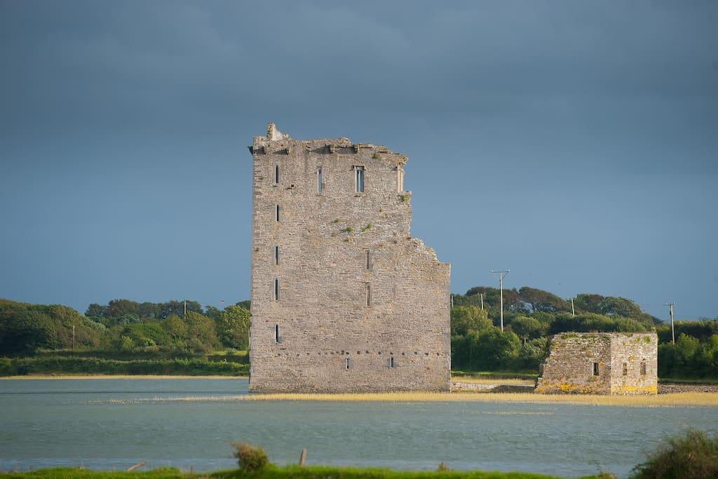 Castle View House - next to Castle!