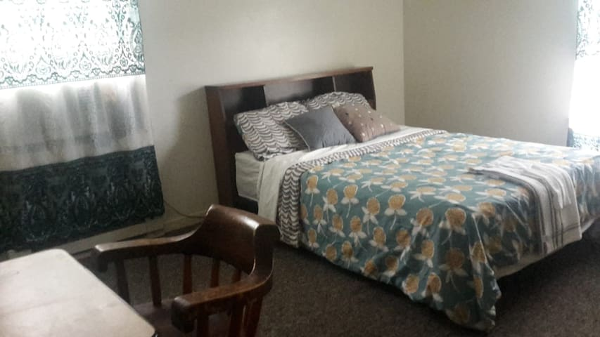 Great Room 4 min walking distance from downtown