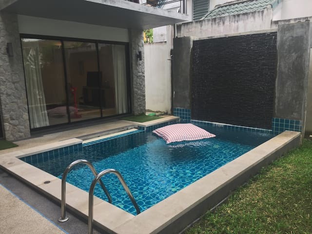 Private room in pool villa. 5 min to Kamala Beach - Phuket - Rumah