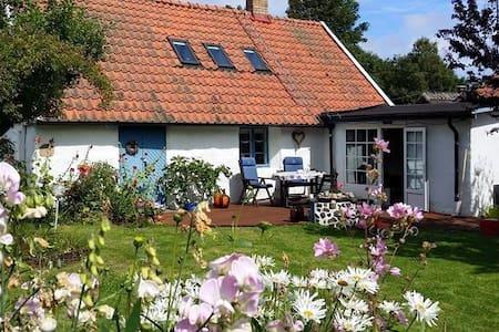 Charming cottage just outside Arild - Skäret - Rumah