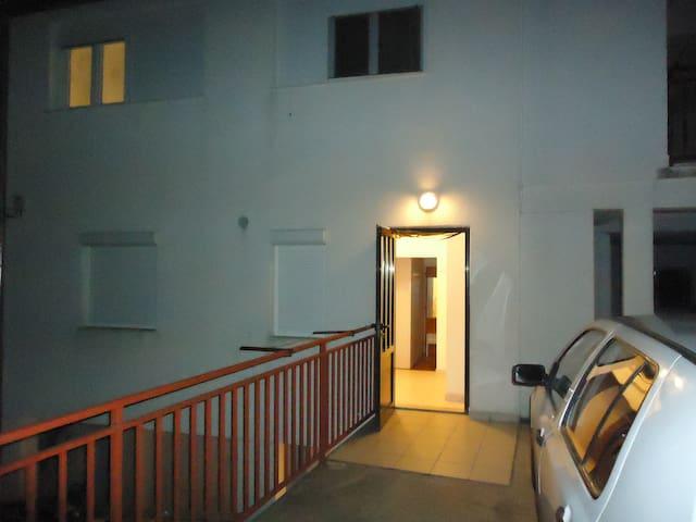 Studio Apartment for holiday in Hvar A6 - ฮวาร์ - บ้าน