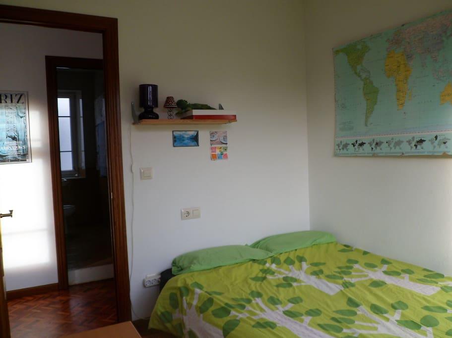 Habitación, cama doble (disponible para alquilar en piso compartido)