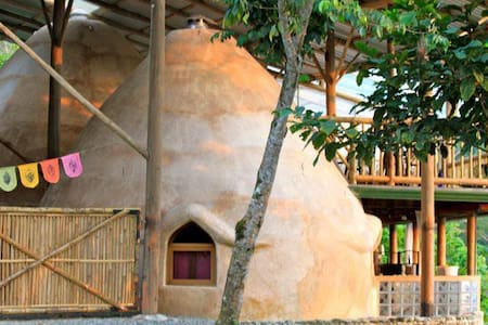 The Domes: A Hobbit House Adventure - Baru