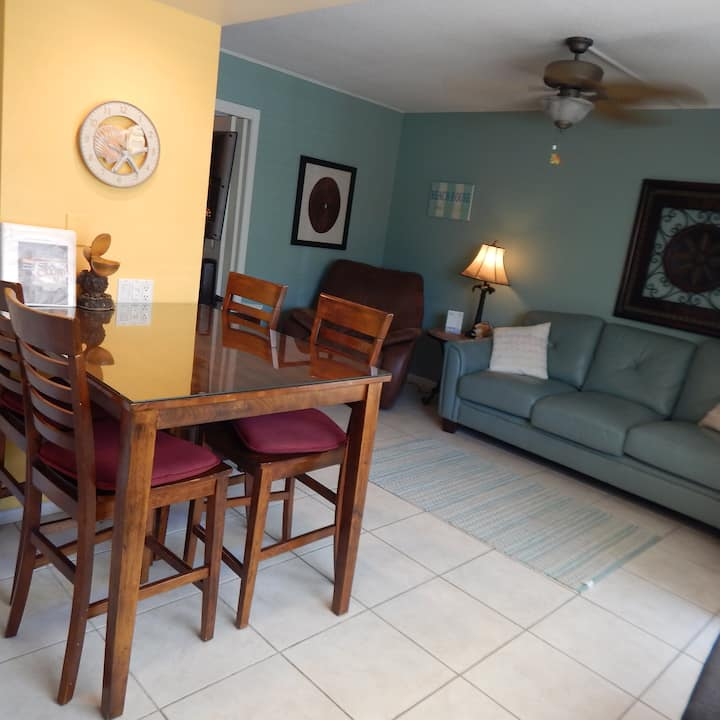 Clean renovated Condo with private #1 Siesta Beach