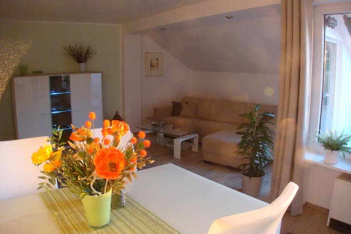moderne Wohnung mit Terrasse