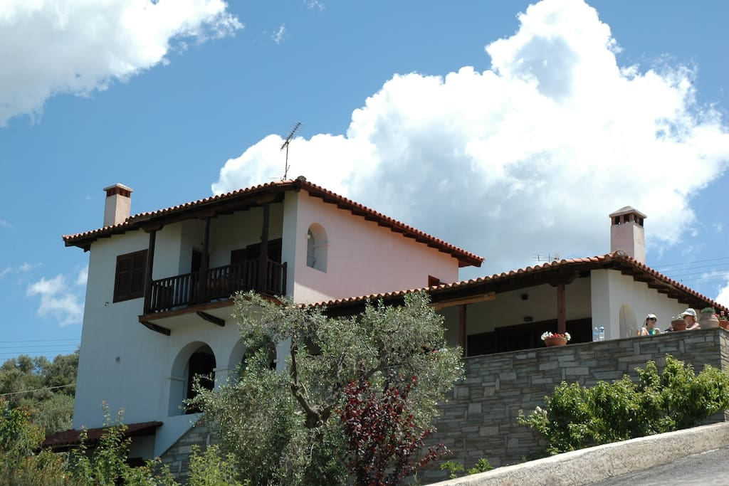 Villa view from the front