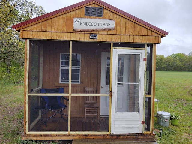 Camper Cabin at Alpaca Farm in Lake Country!