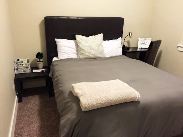 Quiet, Clean, Convenient, and Cozy Private Room - Boise - Casa