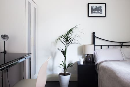 Double Bedroom in a friendly sharing house - Kingsford