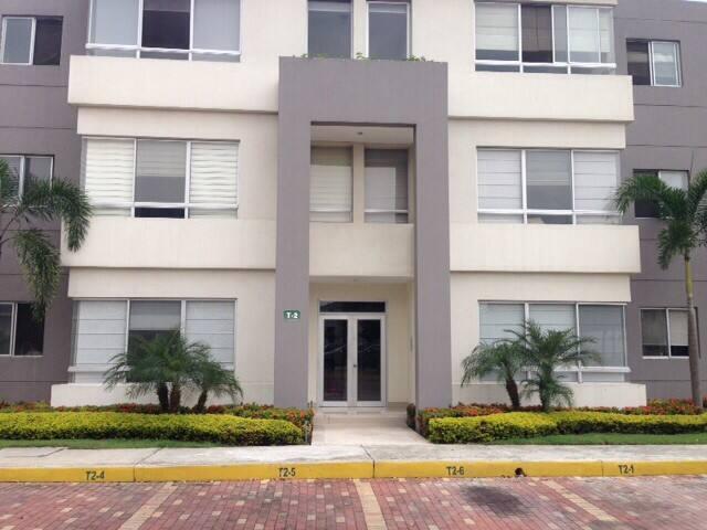 Private room c/w en-suite bathroom  - Samborondon - Apartament