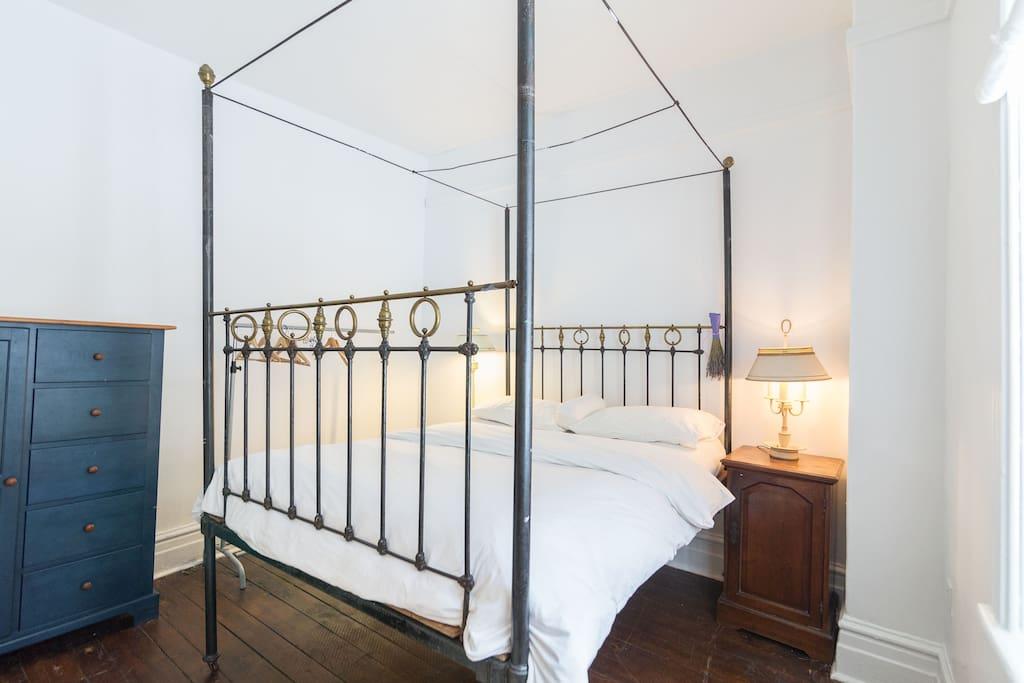 Double bed in bedroom 1.