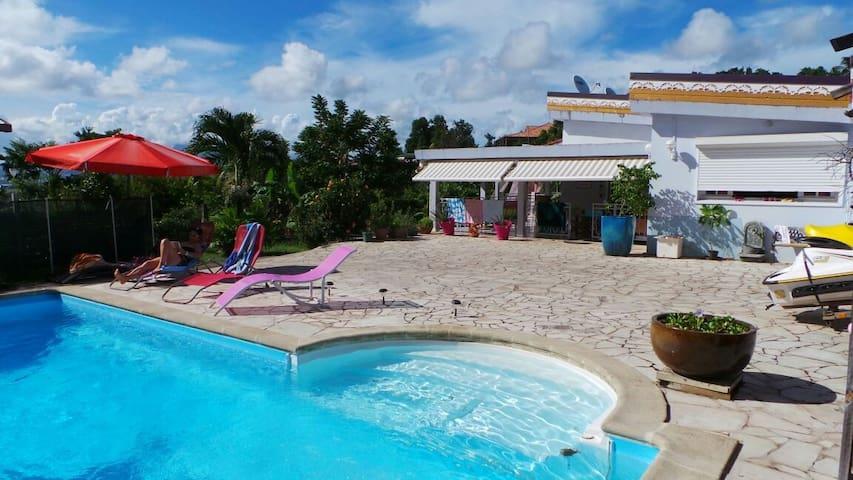 T1bis, piscine avec vue mer - Ducos - Huoneisto