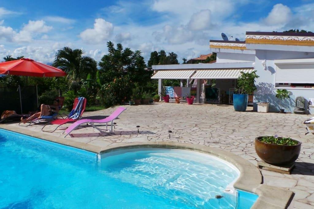 T1bis piscine avec vue mer apartments for rent in ducos for A la piscine translation
