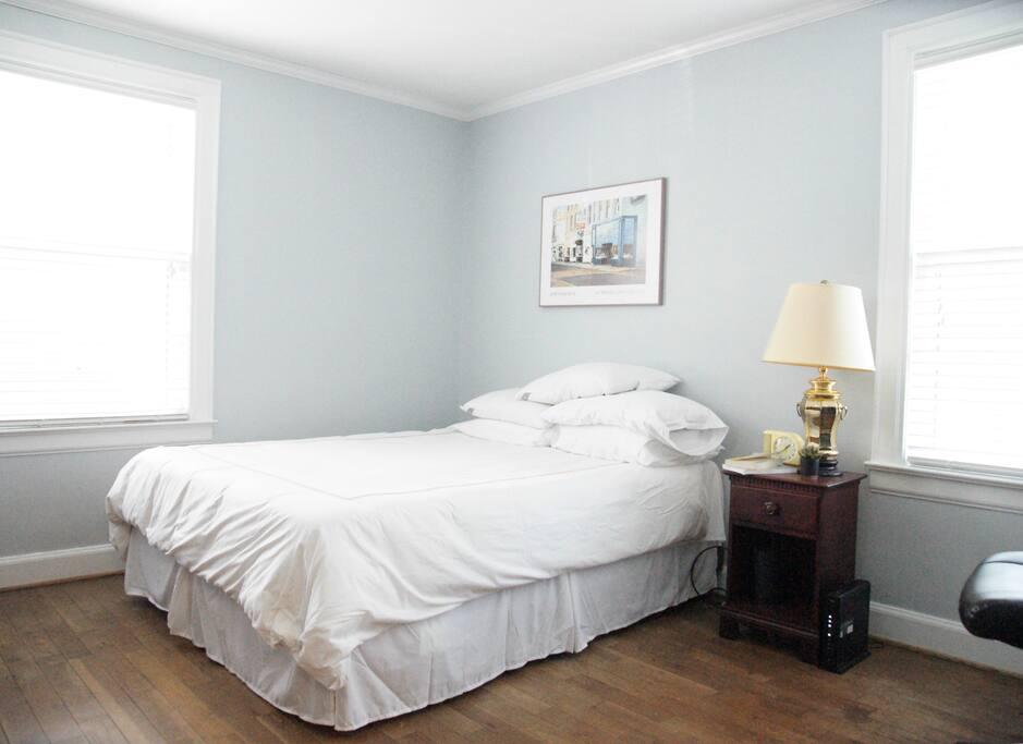 Downstairs Bedroom 1 - Queen