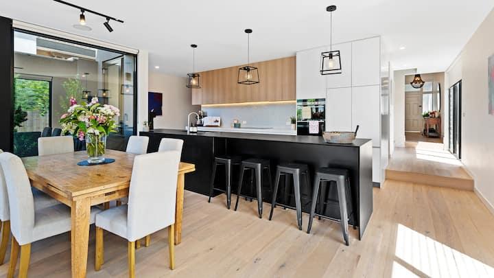 Luxury 3BR Home in Malvern Melbourne