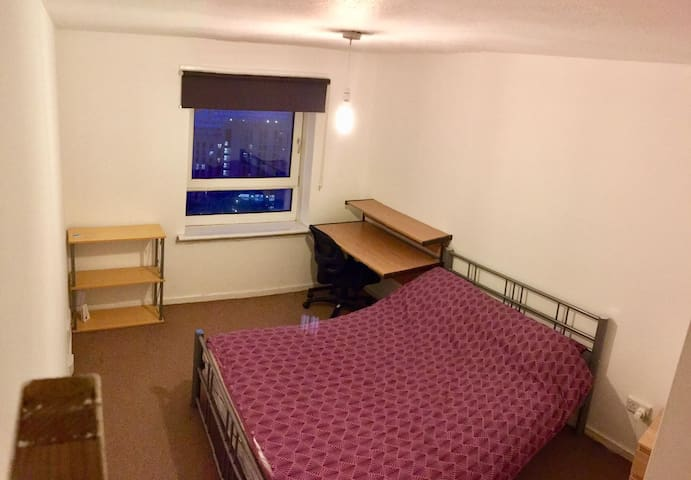 Comfy Double Bedroom in the City Centre
