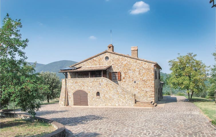 Holiday cottage with 5 bedrooms on 550m² in Castel Viscardo TR