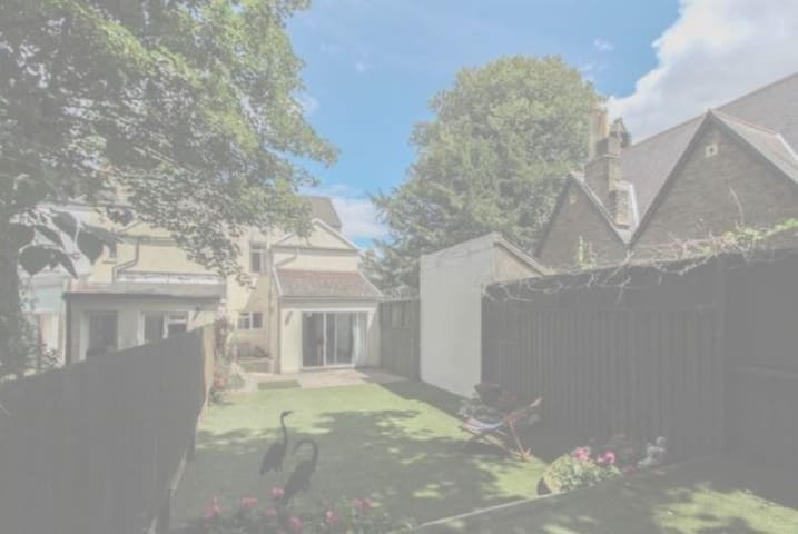 Spacious Three Bed House in Cardiff City Centre - Cardiff - House
