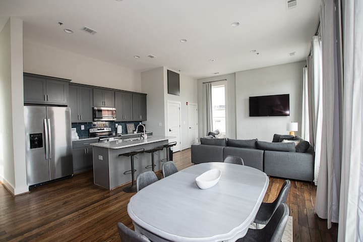 2BR Newly Renovated Loft In Downtown Cartersville