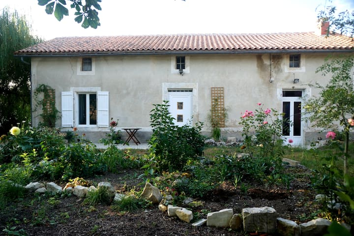 Willow Tree Cottage - Salles-de-Villefagnan - Byt