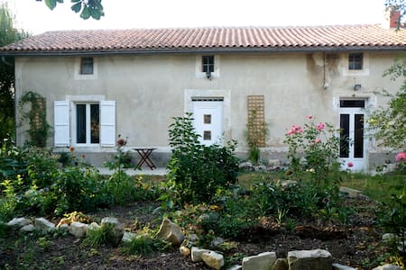 Willow Tree Cottage - Salles-de-Villefagnan - Apartamento