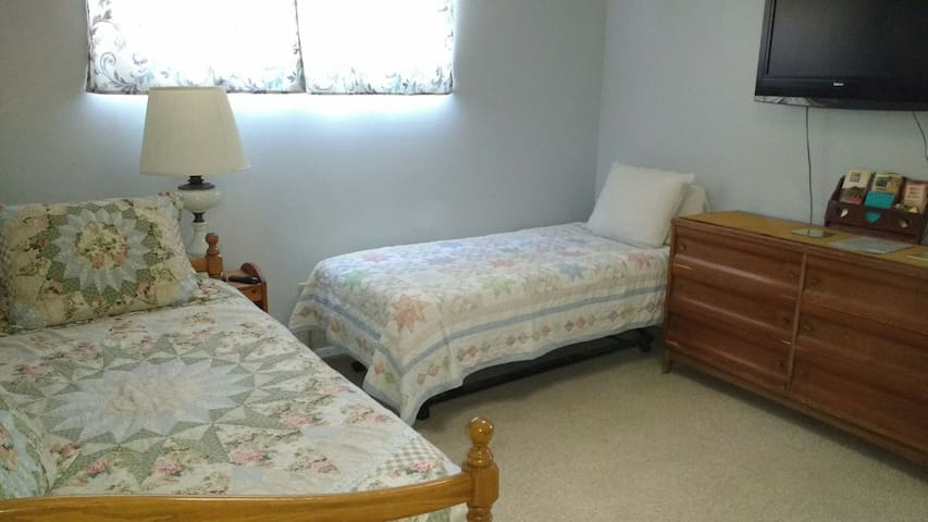 Trundle bed: for one or two people! - Santa Maria - House