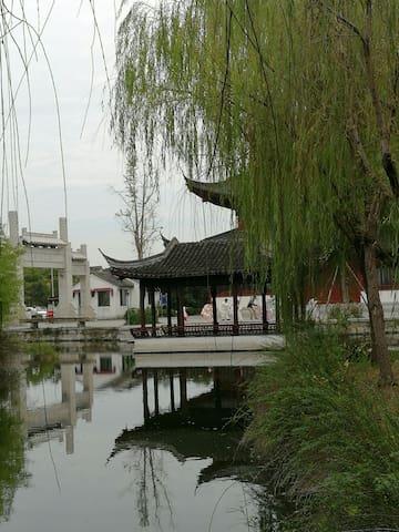 以诗画景三位一体为主题的实景民墅,同时也是锦溪古镇最具古风的文艺民墅。