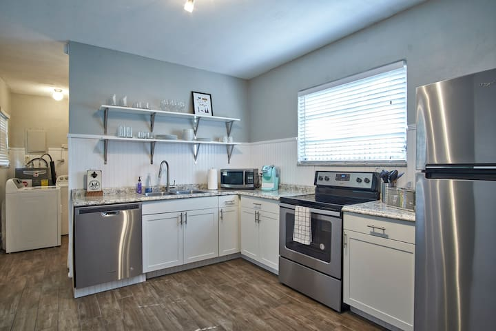 Renovated in Historic District w/washer  & dryer