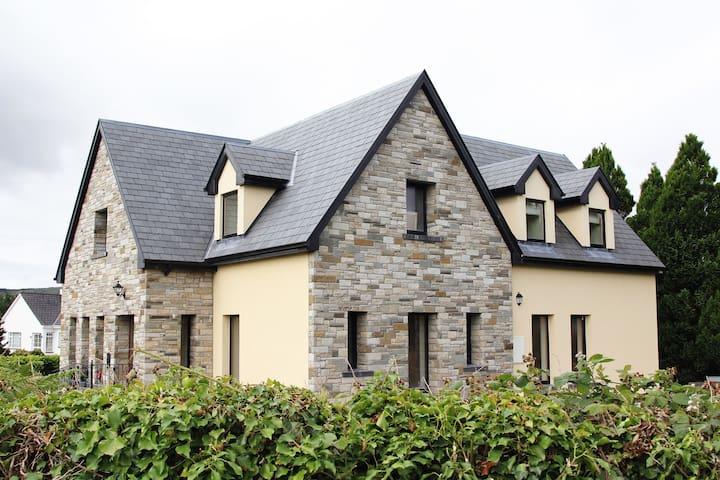 Connemara Vista - a luxury retreat - Oughterard - Ferienunterkunft