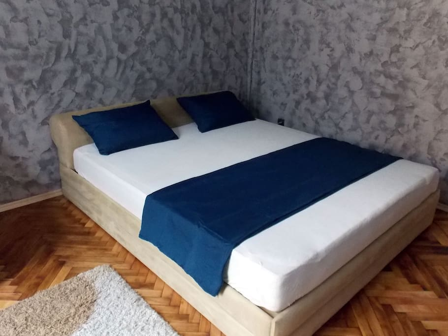 Bed 200x180cm