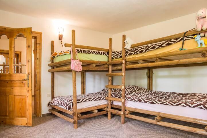 Dormitorul cu Paturi suprapuse