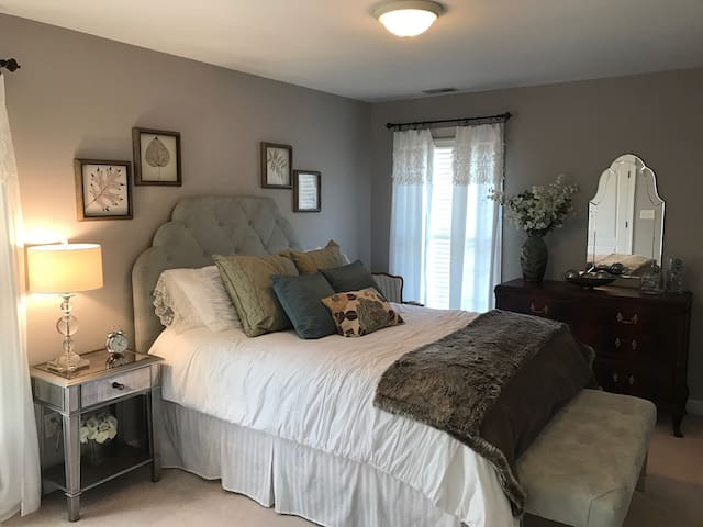 Quiet, Classy Bedroom Retreat - Cary - Townhouse
