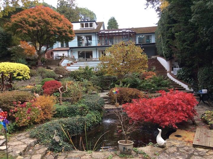 Lovely house and garden near the beach