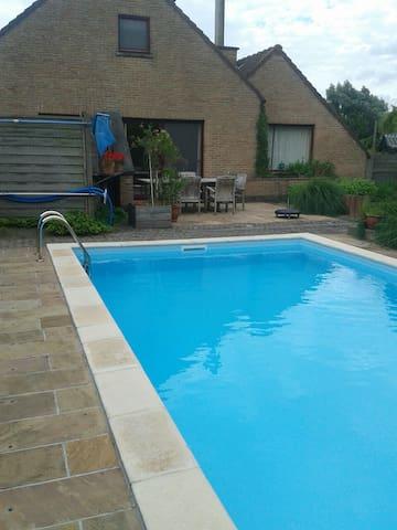 Vrij gebruik zwembad en tuin van april tot oktober - Assenede - Muu