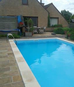 Vrij gebruik zwembad en tuin van april tot oktober - Assenede