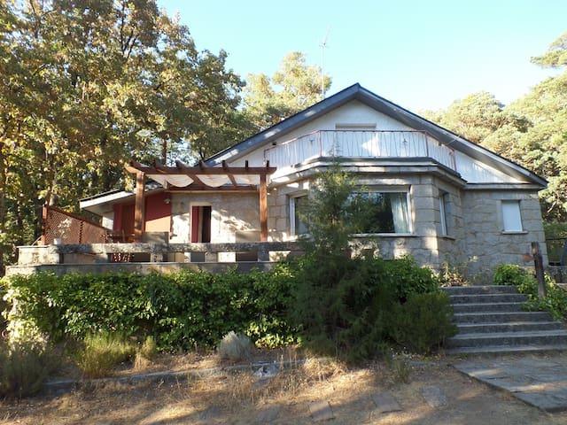 Casa en pleno corazón de la sierra de Guadarrama - Cercedilla - Talo