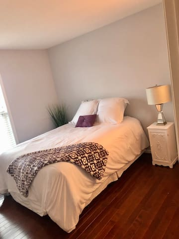 Guest bedroom with comfy queen bed and lake view. Big closet for longer term stays along with TV and cable.